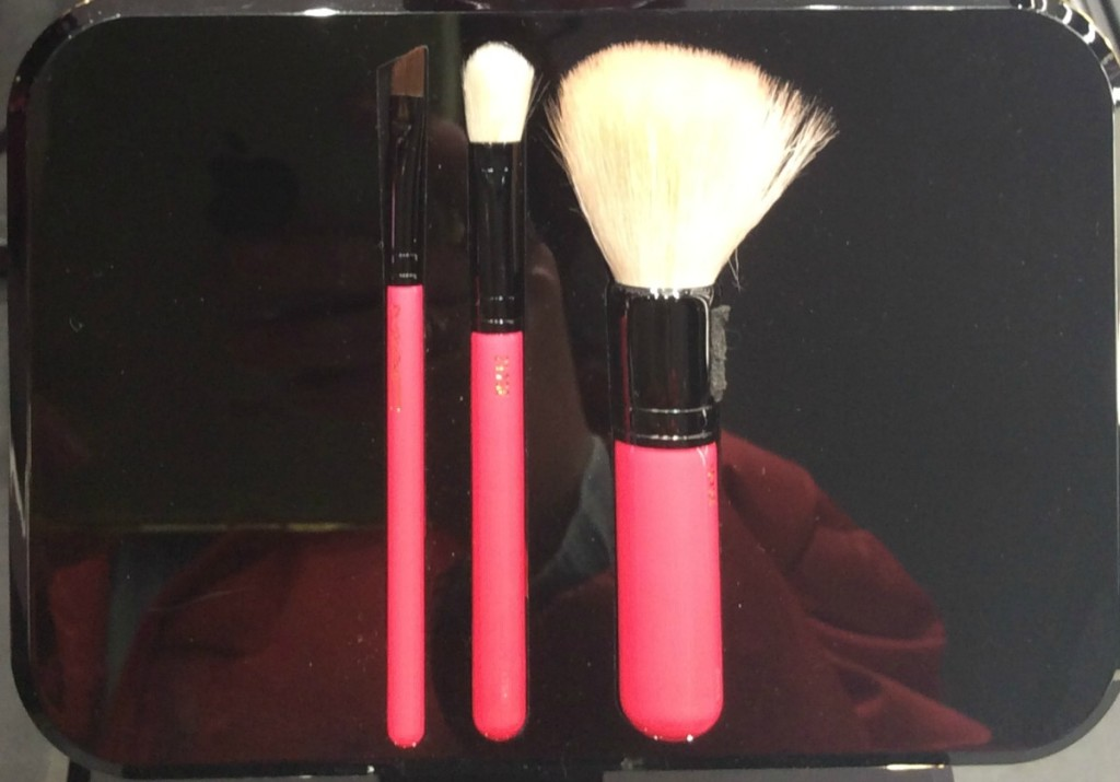 mac_nutcrackersweet_collection_setbrushessmall_beautyinfiveminutescom1
