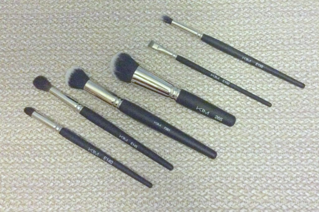 KIM_brushes_beautyinfiveminutescom