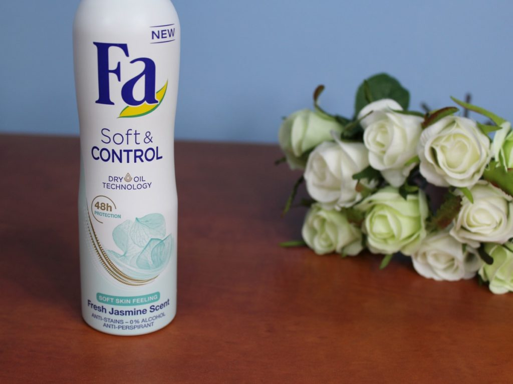 FA_SOFT&CONTROL_ANTI-PERSPIRANT_SPRAY_beautyinfiveminutescom3