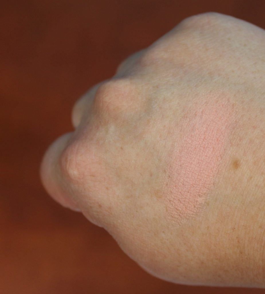 MustaeV_cheeky_chic_light_coral_blush_beautyinfiveminutescom_swatch