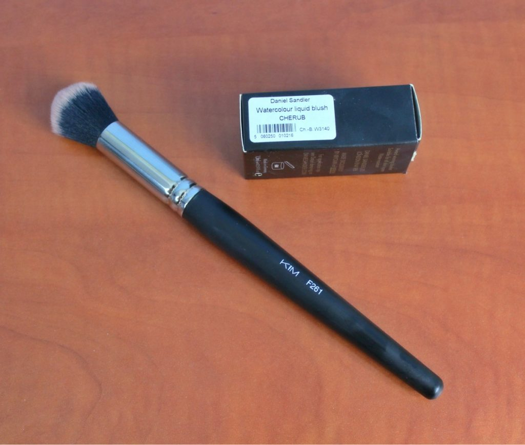 KIM_F261_brush_beautyinfiveminutescom1a