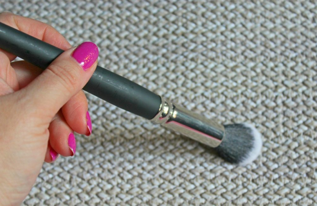 KIM_F261_brush_beautyinfiveminutescom2
