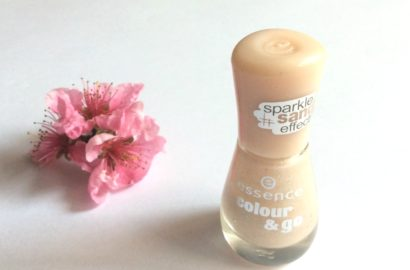 Essence_Colour&Go_Sparkle _Sand Effect_NailPolish_Hey nude_beautyinfiveminutescom